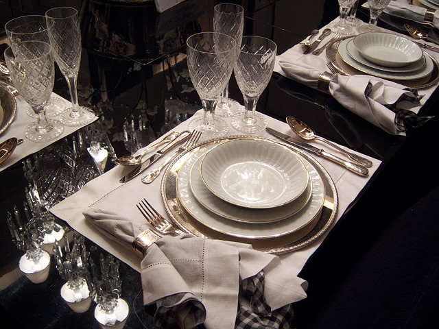 Dining table 263856 640